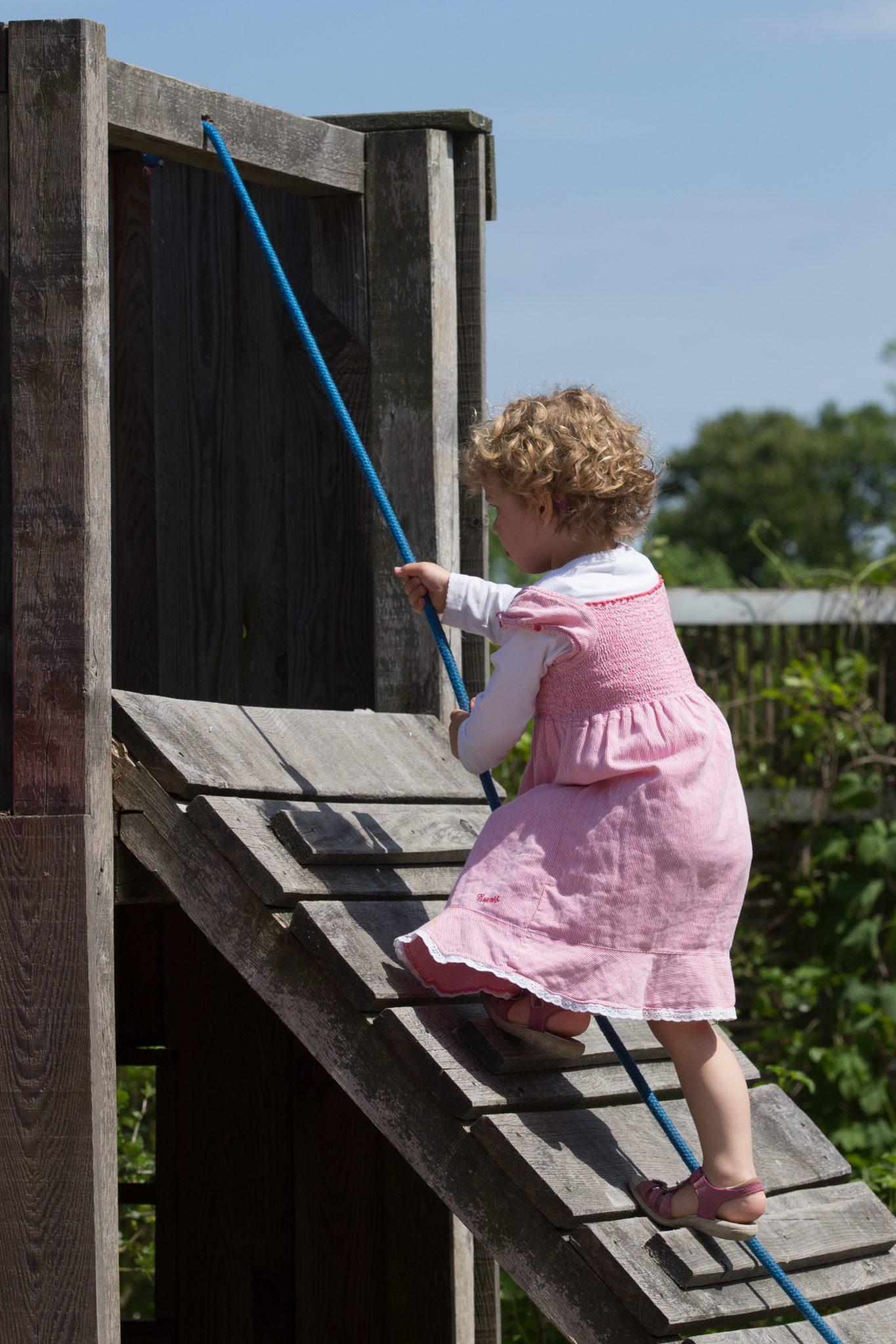 Gut Friederikenhof - klettern auf unserem Abenteuerspielplatz