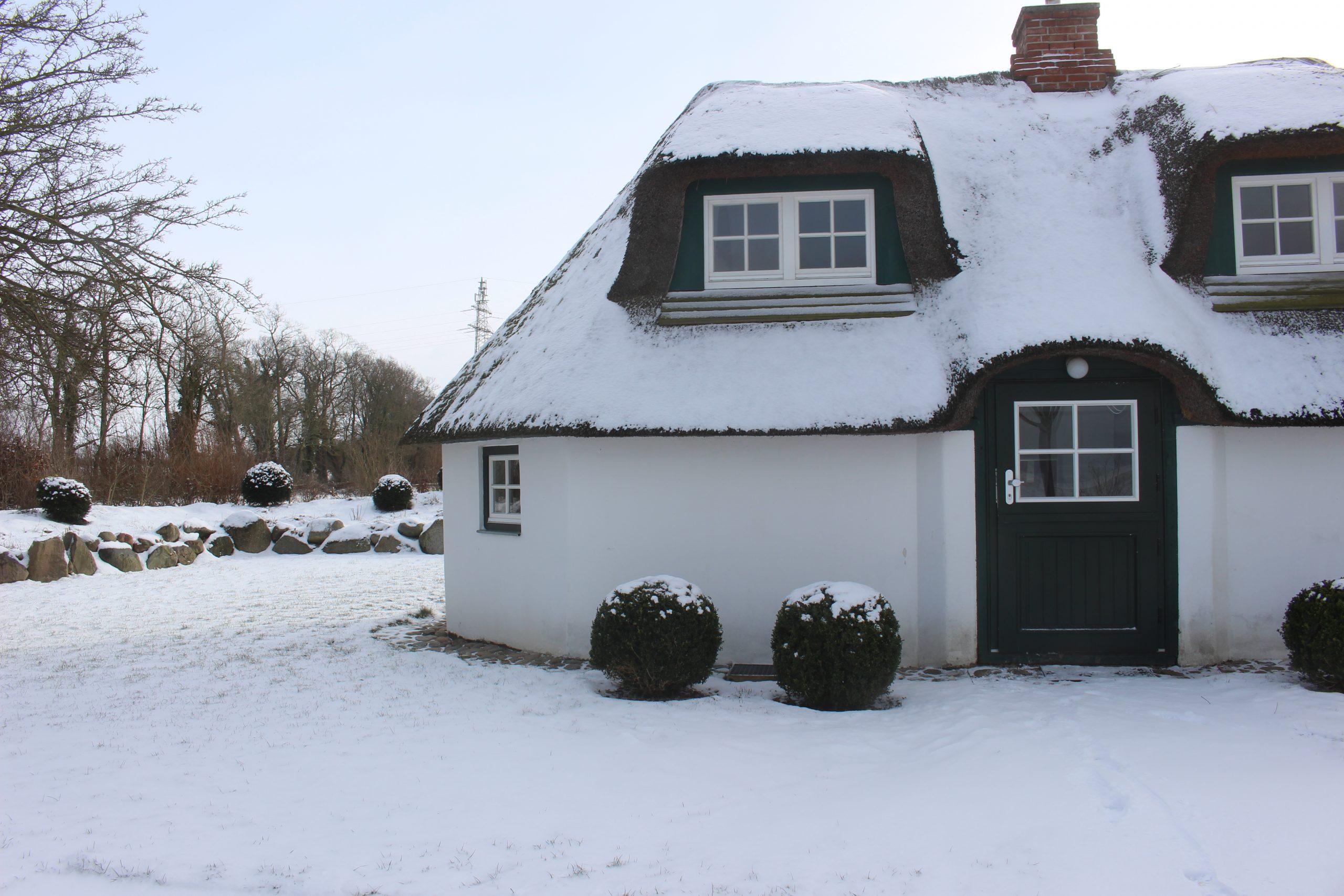 Gut Friederikenhof - Schneelandschaft um das Hubertushaus